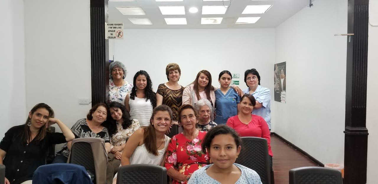 Reunión de hombres y mujeres